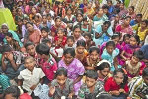 Enfants indiens et leurs mères
